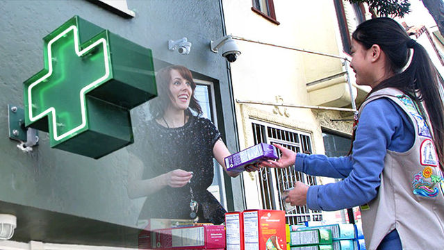 News video: Smart Cookie Sells Girl Scout Cookies Outside Medical Marijuana Clinic